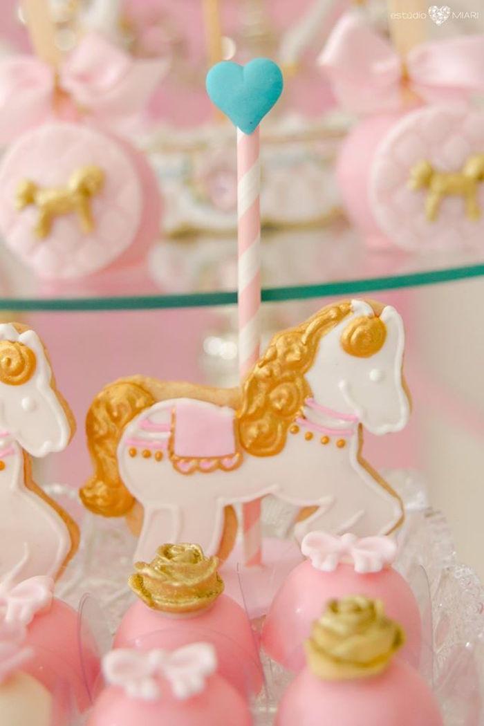 Primer cumplea os carrusel dorado y rosa la dolce party for Decoracion de cumpleanos rosa y dorado
